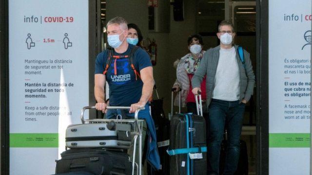 Turizm mevsimi başlarken salgının hız kazanması hükümetleri kara kara düşündürüyor