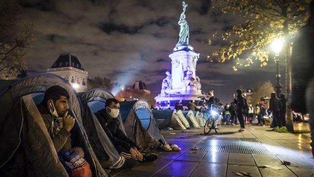 Столкновения в Париже. Полиция разогнала палаточный лагерь мигрантов