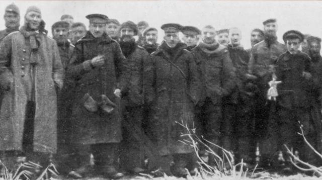 Soldados alemães e britânicos