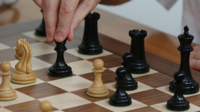 الشطرنج يثير أزمة بين السعودية وقطر