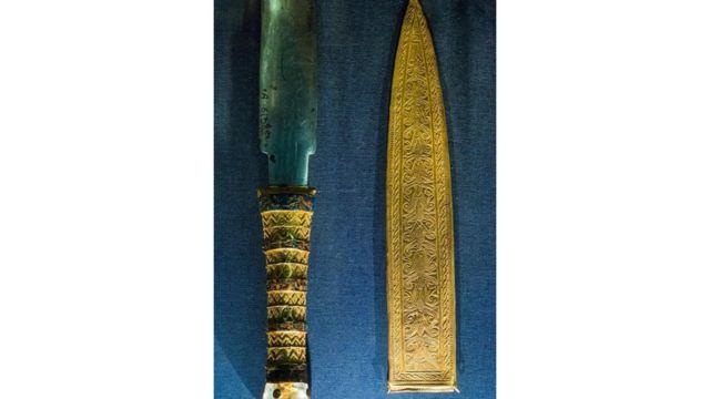 Punhal enterrado com o faraó Tutancamôn