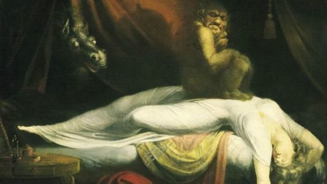 Hồi 1781, Henry Fuseli đã đưa ra ý tưởng theo đó cho rằng có con quỷ ngồi lên ngực người bị bóng đè, qua bức họa Ác Mộng
