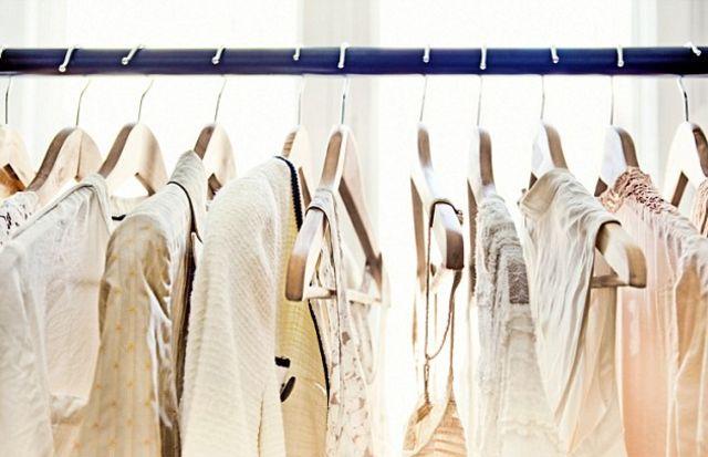 ภาพราวแขวนเสื้อผ้า