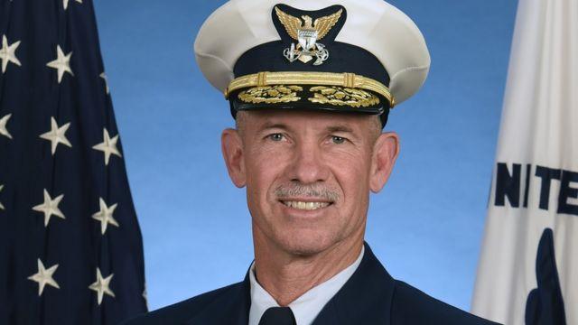Lực lượng bảo vệ bờ biển Hoa Kỳ cho biết Đô đốc Charles Ray đã có các triệu chứng nhẹ trước khi xét nghiệm dương tính với virus corona.