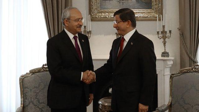 İki parti lideri, 7 Haziran 2015 seçiminden sonra yürüttüğü koalisyon görüşmeleri sonuçsuz kalmış, yeniden seçime gidilmişti