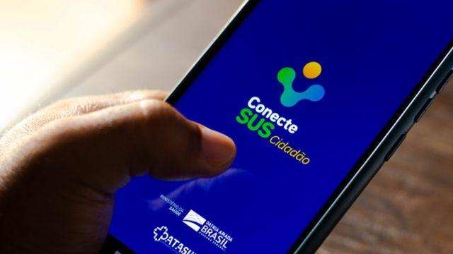 Celular com a tela no aplicativo ConecteSUS