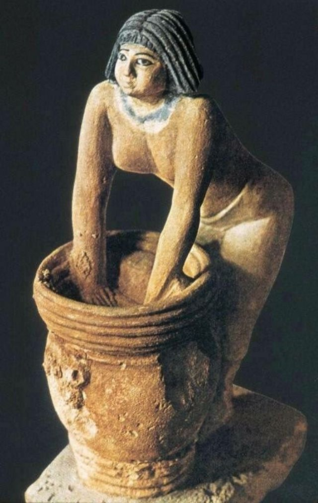 مصر القديمة: كيف كان يشرب الفراعنة البيرة؟