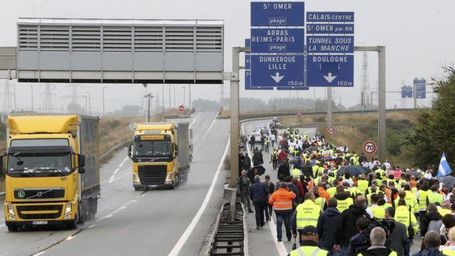 Участники протеста в Кале