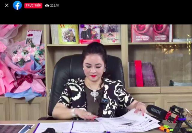 Có thời điểm số người xem livestream trên trang Facebook page CEO Nguyễn Phương Hằng gần 230.000 người