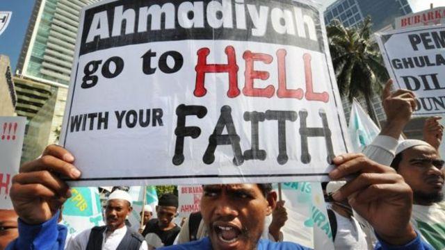 Di Indonesia, kelompok garis keras Islam berunjuk rasa pada pertengahan tahun 2000-an untuk menuntut pemerintah membubarkan Ahmadiyah.