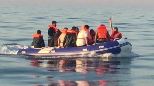 قایق پناهجویان در دوور در جنوب بریتانیا روز جمعه ۷ اوت