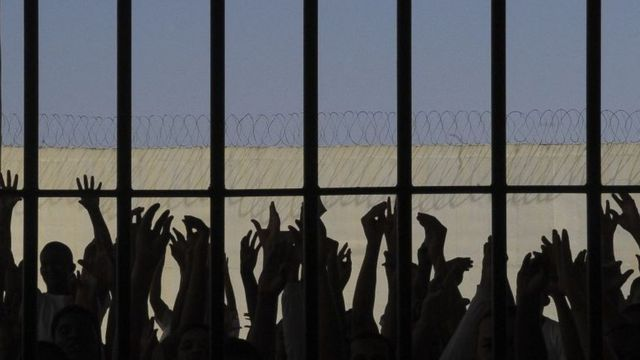 Presos em cela
