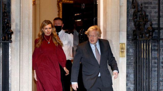 Премьер-министр Великобритании Борис Джонсон и его невеста Кэрри Саймондс