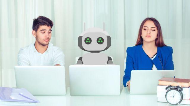 hombre, mujer y robot