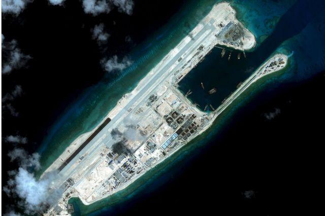 米戦略国際問題研究所(CSIS)が昨年9月に衛星で撮影したファイアリー・クロス礁