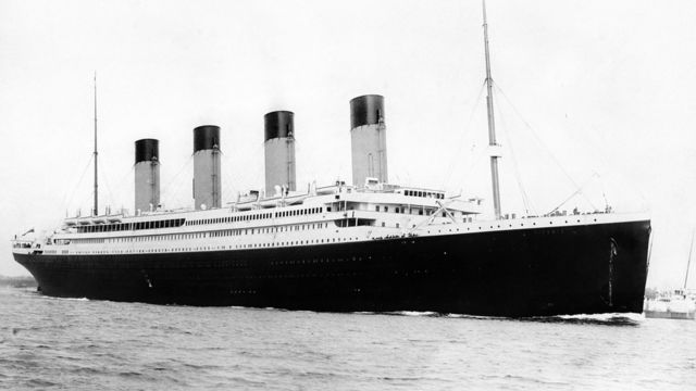 RMS Titanik gemisi 10 Nisan 1912'de İngiltere'den yola çıkarken çekilen bir fotoğraf