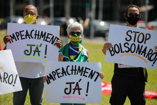 Manifestantes pedem impeachment de Bolsonaro em protesto em Brasília