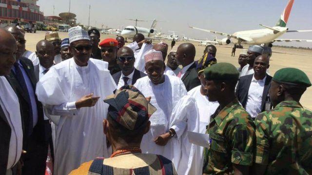 Ninu awọn alejo ti wọn ti de ibi igbeyawo na ni Aarẹ Muhammadu Buhari ati awọn ọba-alade