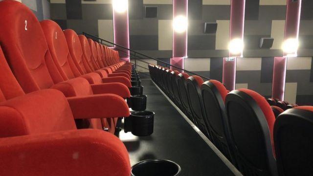 Кинотеатры из-за ограничений стоят полупустые