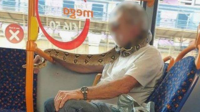 استفاده از ماسک در هنگام استفاده از حمل و نقل عمومی اجباری است.