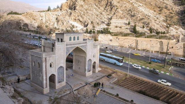 زمانی این خیابان میان کوه و دروازه شیراز مسیل بوده است