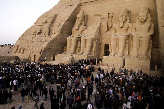 Статуя Рамсеса II в египетском храмовом комплексе Абу-Симбел