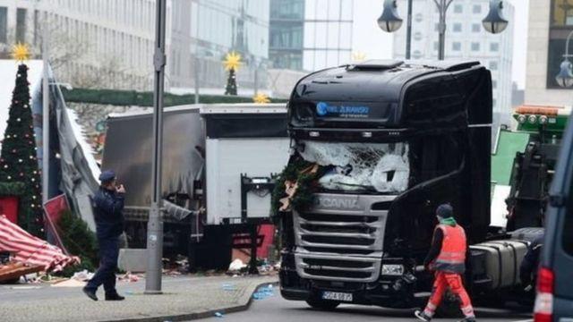 बर्लिन के क्रिसमस बाज़ार पर ट्रक से हमला
