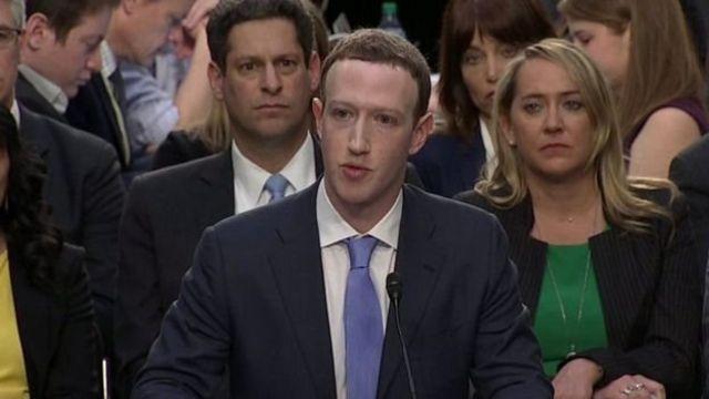 Mark Zuckerberg berbicara dengan Kongres AS tetapi menolak mengunjungi Inggris untuk berbicara dengan anggota parlemen.