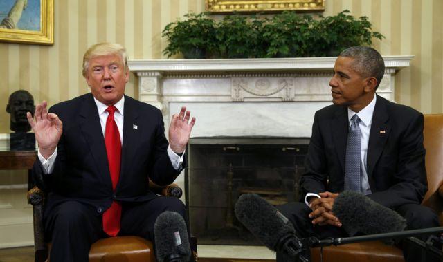 أوباما يجلس إلى جانب ترامب في البيت الأبيض