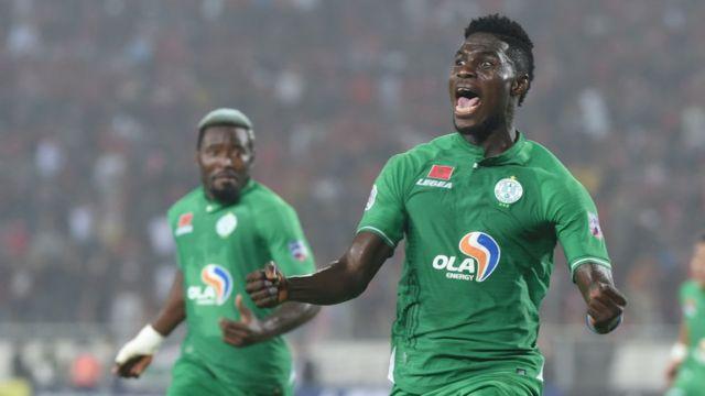 Au premier plan, le Congolais Ben Malango, du Raja Casablanca - ici lors d'un match du Championnat arabe des clubs, à Casablanca, le 23 novembre 2019.