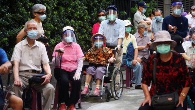 排隊打疫苗