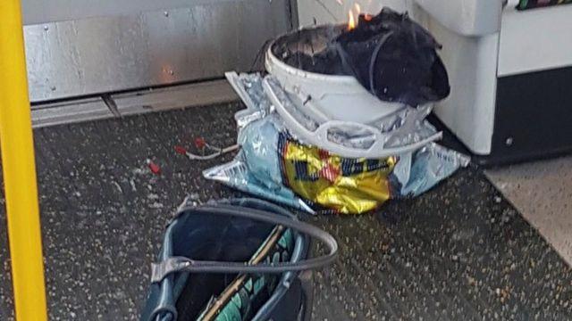 Balde em chamas registrado por uma das pessoas que estavam no vagão