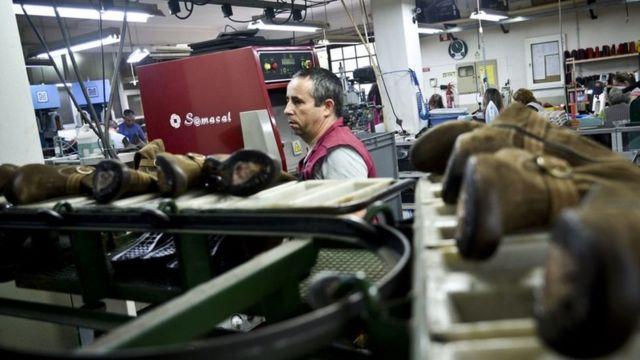 أحد مصانع الأحذية في البرتغال