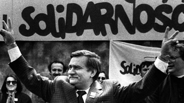 ワレサ氏は自主管理労働組合「連帯」のリーダーとして民主化運動を率いた(写真は1989年5月)