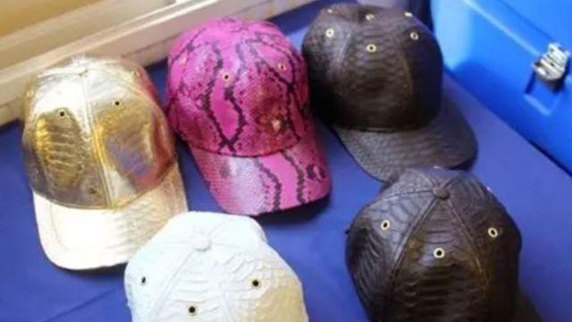 Topi dari kulit ular piton yang diimpor dari Indonesia