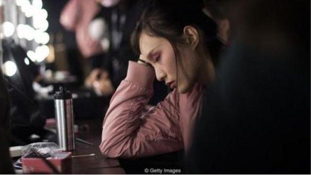 """Quy tắc 996"""" của Trung Quốc, làm việc từ 9 giờ sáng đến 9 giờ tối, sáu ngày một tuần, không hợp với thế hệ trẻ nhất của Trung Quốc."""