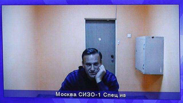 Дайджест: суд над Навальным и Путин как диктатор пост-модерна - BBC News Русская служба