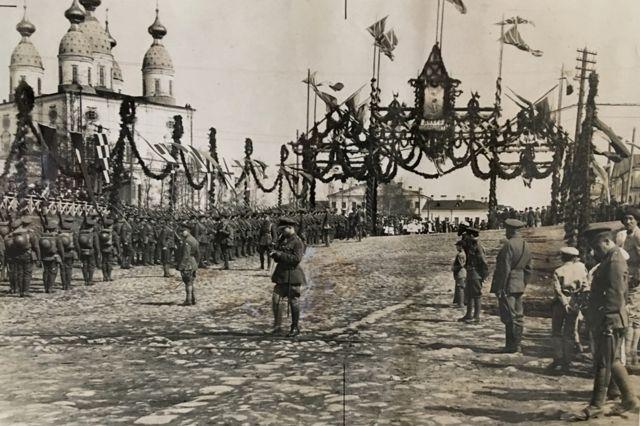 1919年,英国和法国军队在阿尔汉格尔斯克