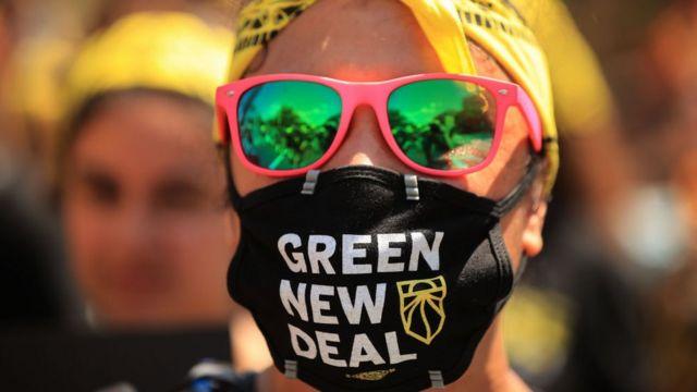 Protesto em Washington pede ao presidente americano Joe Biden que transforme o 'Green New Deal' em lei (junho de 2021)