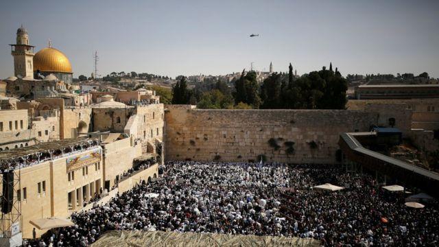 지난 10월 8일 통곡의 벽에서 예배를 드리는 유대인들