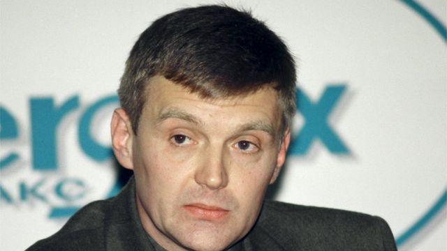 Alexander Litvinenko, entonces oficial del servicio de seguridad estatal de Rusia FSB, en una conferencia de prensa en Moscú el 17 de noviembre de 1998.