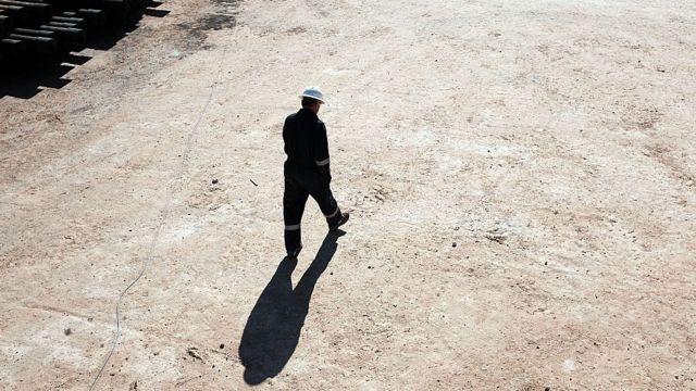 Даже богатая нефтяная отрасль сокращает работников: из-за кризиса нефть никому не нужна