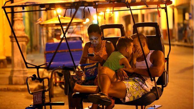 Cubanos na rua