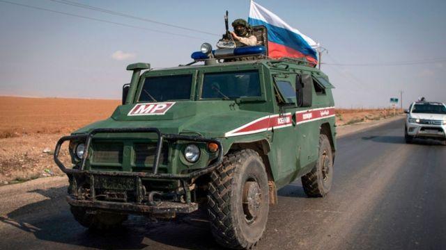 Soçi mutabakatı kapsamında Suriye - Türkiye sınırındaki ortak devriye görevlerine katılacak Rus askeri polisi, Kamışlı yakınlarına konuşlandırıldı.