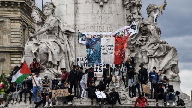 Протестующие на площади Республики