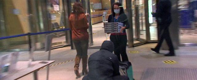 La pizza se pidió a última hora de la noche del 23 de diciembre en el edificio donde se están llevando a cabo las negociaciones.