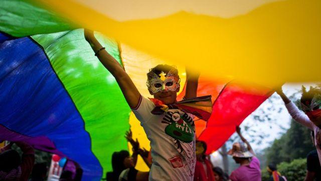 ముంబైలో జరిగిన క్వీర్ ఆజాదీ మార్చ్లో భాగంగా ఎల్జీబీటీ సభ్యులతో పాటు కొందరు పౌరులు ఫిబ్రవరి 3న భారీ ప్రదర్శన చేపట్టారు.