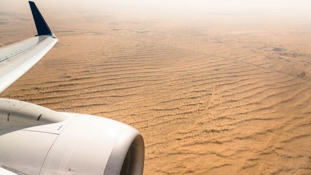 Deserto árabe visto do avião