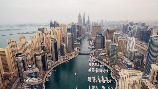 اشتهرت مدينة دبي بأنها مقصد للمهنيين الأجانب أصحاب الدخول المرتفعة