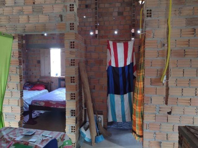 Interior da modesta casa em que a família de Pauxis vive em Carutapera (MA)
